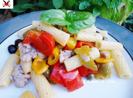 Tortiglioni con peperoni salsiccia e olive taggiasche