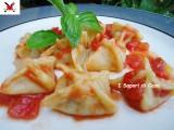 Bauletti di pasta all'uovo con crema di melanzane provolone e granella di mandorle