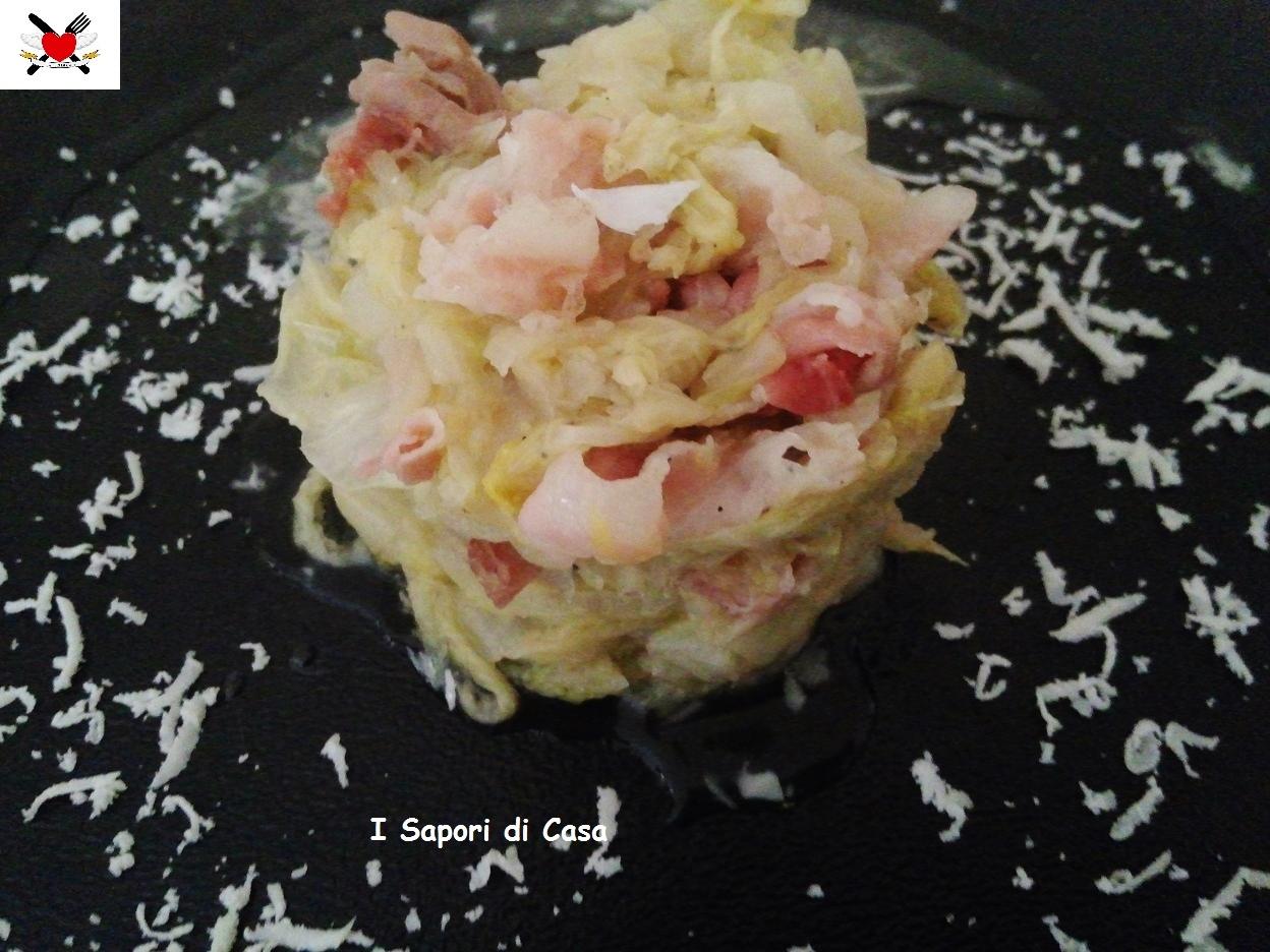Cavolo cinese stufato con sfilacci di pancetta