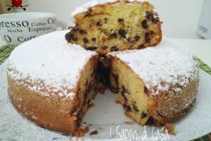 Torta con mascarpone gocce di cioccolato e uvetta