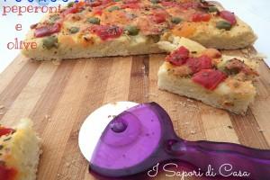 Focaccia peperoni e olive