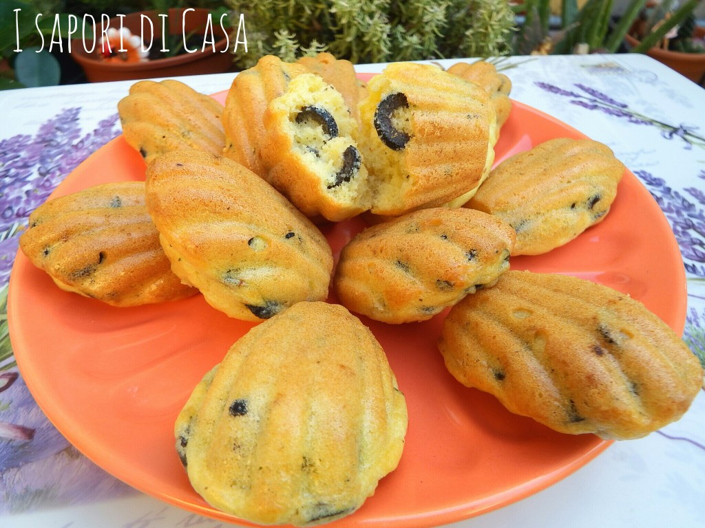 Madeleine al pecorino e olive