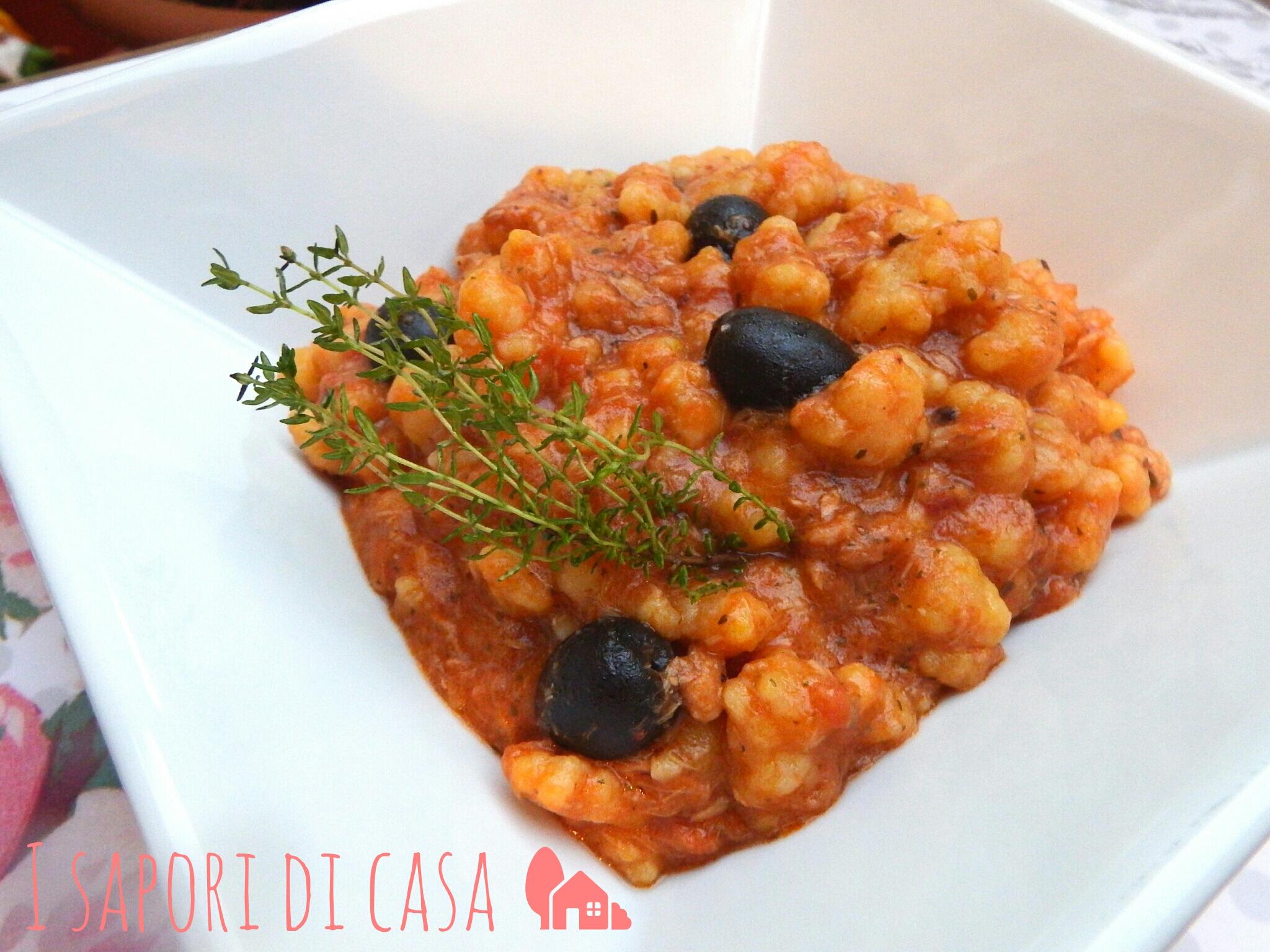 Fregola al sugo di tonno capperi e olive - A tavola con guy ricette ...