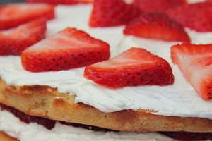 Paradise cake alle fragole e crema allo yogurt
