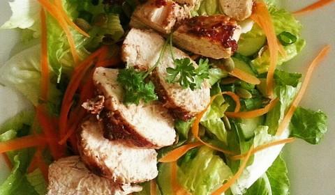 Insalata con pollo alla griglia - ricetta light