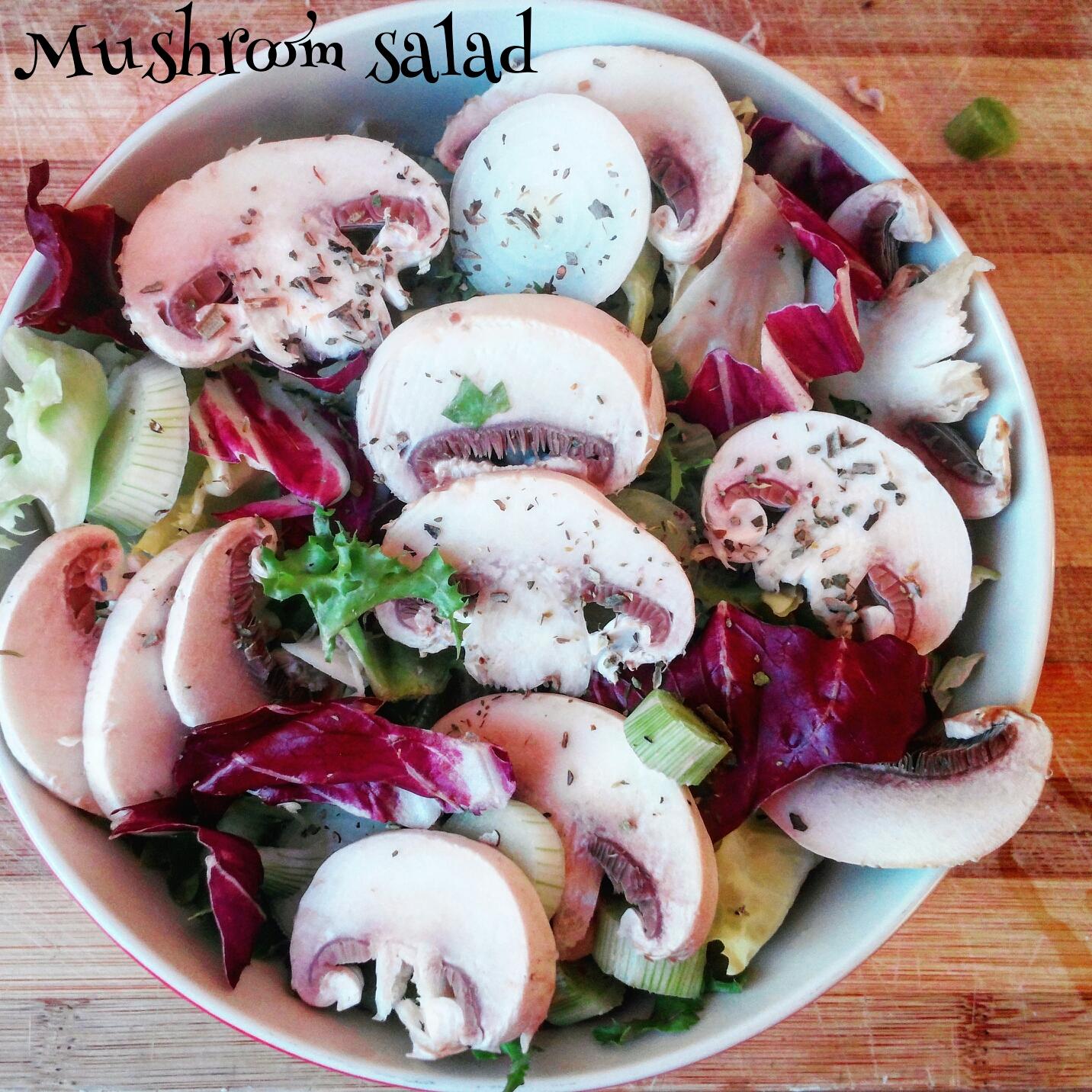 Insalata fresca ai funghi champignon