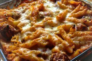 Pasta al forno con polpettine e mozzarella