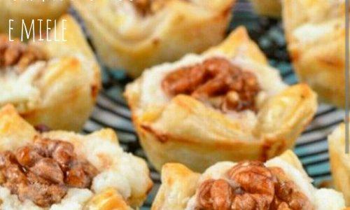 Cestini di sfoglia con formaggio noci e miele