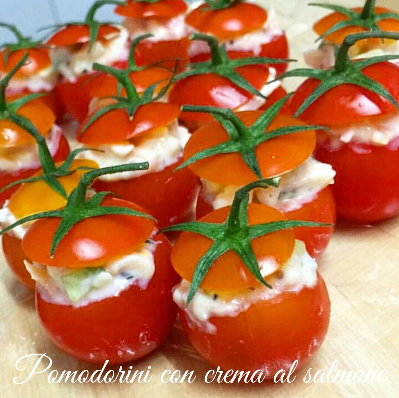 Pomodorini ripieni con crema al salmone