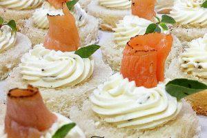 Tartine alla crema di formaggio e salmone