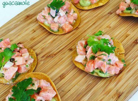 Tostadas con salmone e guacamole