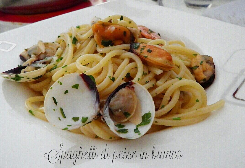 Spaghetti allo scoglio in bianco