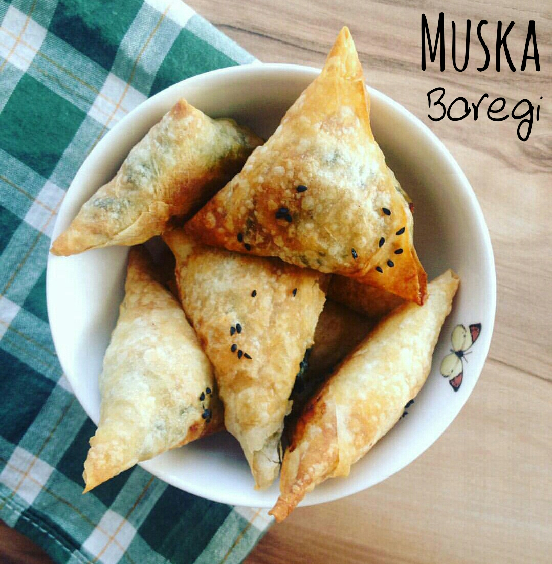 Muska boregi - triangoli di sfoglia con spinaci e feta