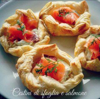 Cestini di sfoglia con crema di formaggi e salmone