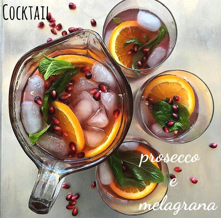 Cocktail con melagrana e prosecco - ricetta di Natale