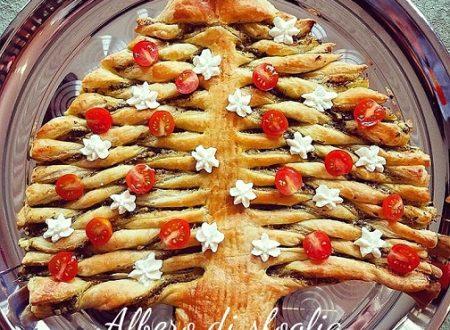 Albero di sfoglia con patè di olive – ricetta di Natale