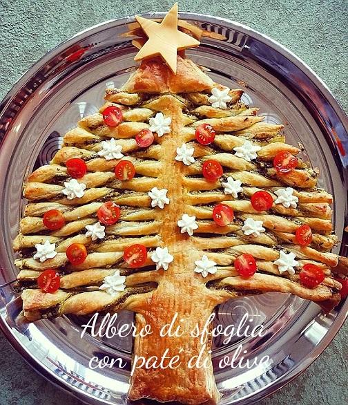 Albero di sfoglia con patè di olive - ricetta di Natale