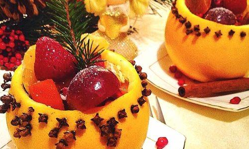 Macedonia di frutta in coppa di arance