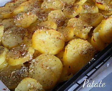 Patate cotte al forno a strati