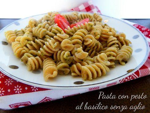 Pasta con pesto al basilico senza aglio