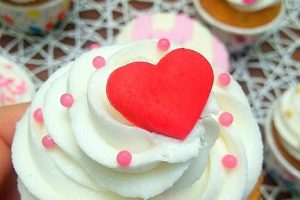 Cupcake di san Valentino con cuore dolce