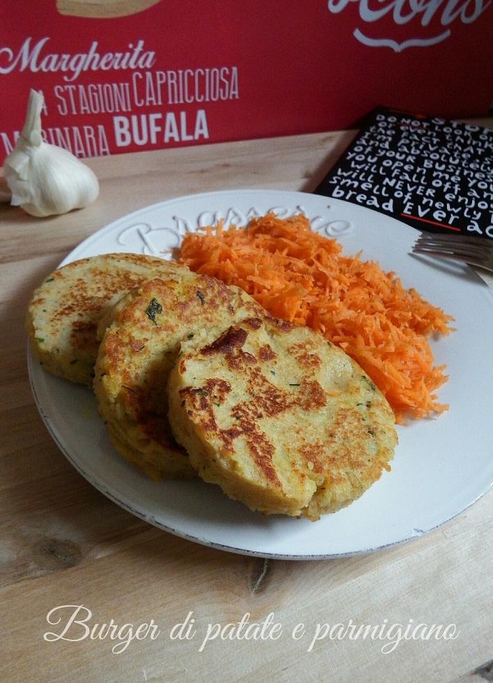 Burger di patate e parmigiano cotti alla piastra