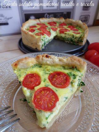 Torta salata con pomodorini ricotta e rucola
