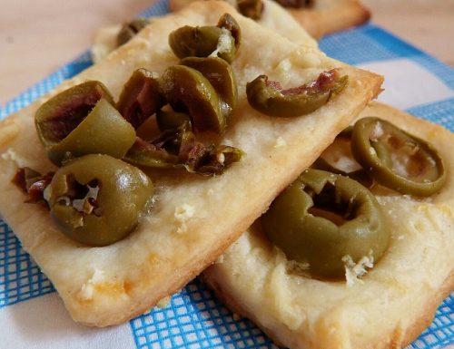 Sfogliatine alle olive – ricetta per aperitivo