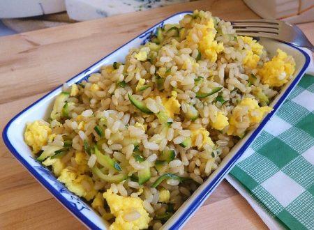 Riso integrale con zucchine e uova