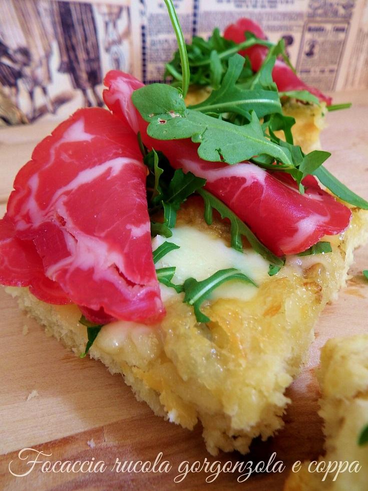 Focaccia rucola gorgonzola e coppa