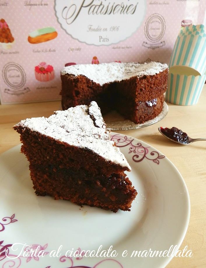 Torta al cioccolato con marmellata di ciliegie