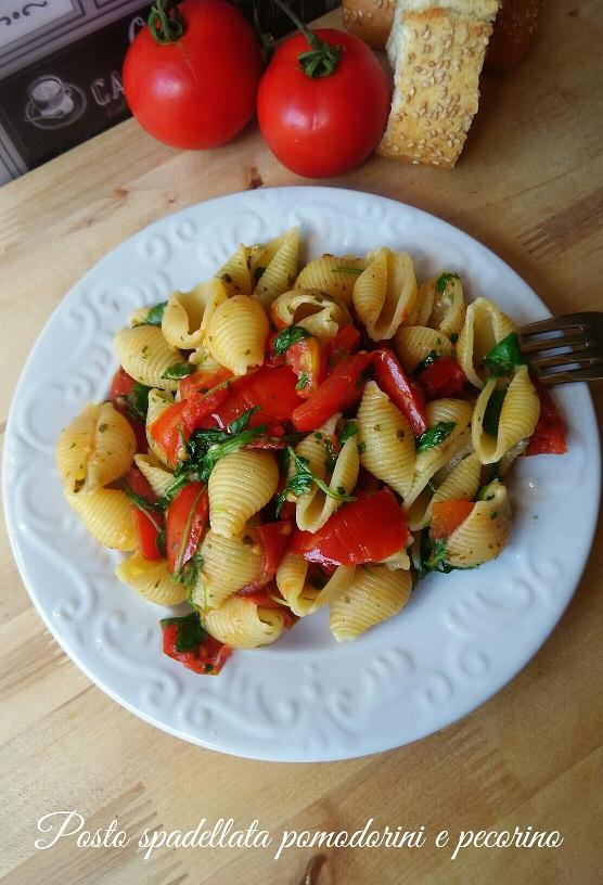 Pasta spadellata con pomodorini e pecorino