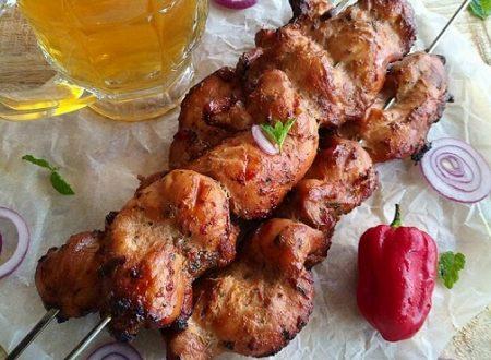 Spiedini di pollo con salsa sriracha