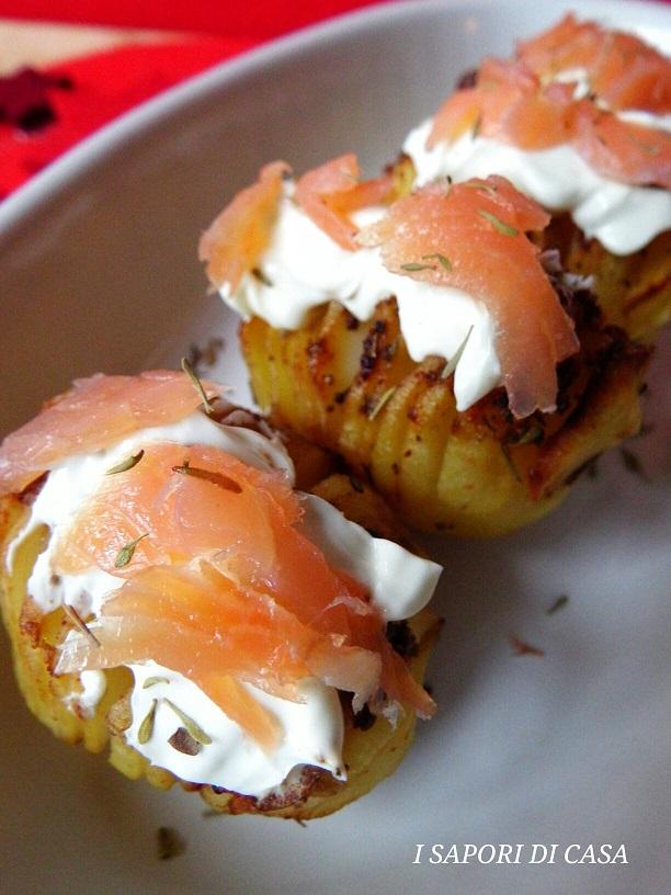 Patate Hasselback al salmone