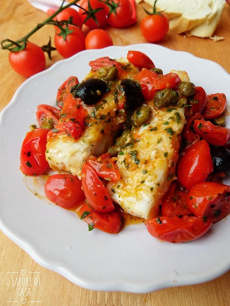 Filetti di merluzzo con pomodorini capperi e olive