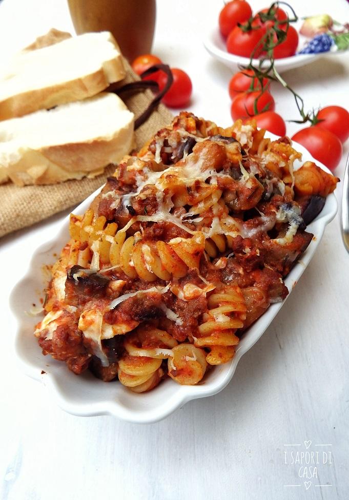 Pasta 'ncasciata - pasta al forno con melanzane