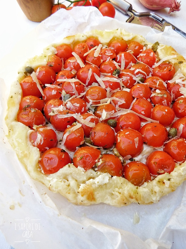 Tarte tatin salata con pomodorini