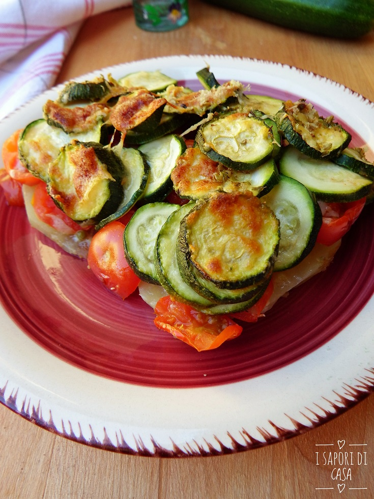 Patate zucchine e pomodorini a strati