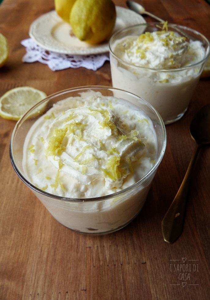 Panna cotta allo yogurt con cocco e limone