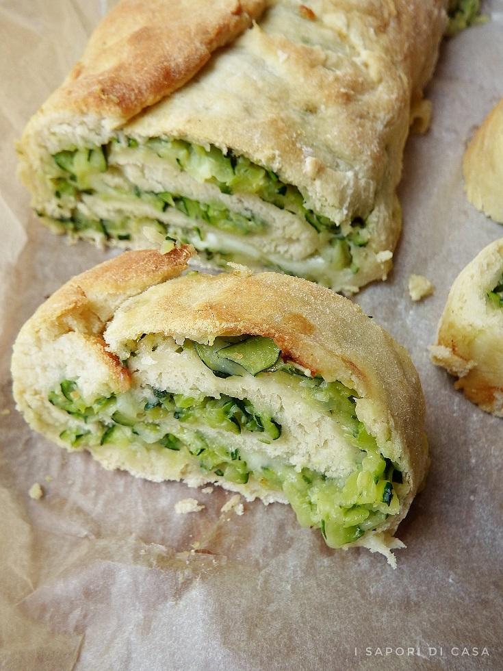 Rotolo con zucchine e mozzarella