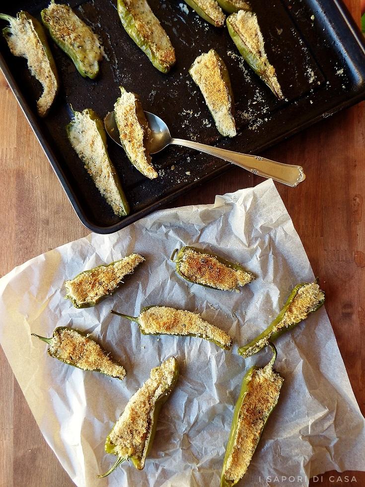 Friggitelli gratinati al forno i sapori di casa for Cucinare friggitelli