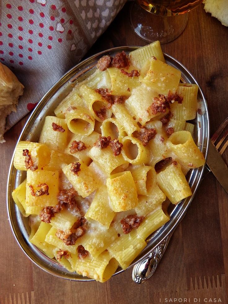 Pasta gratinata al forno con ragù e besciamella