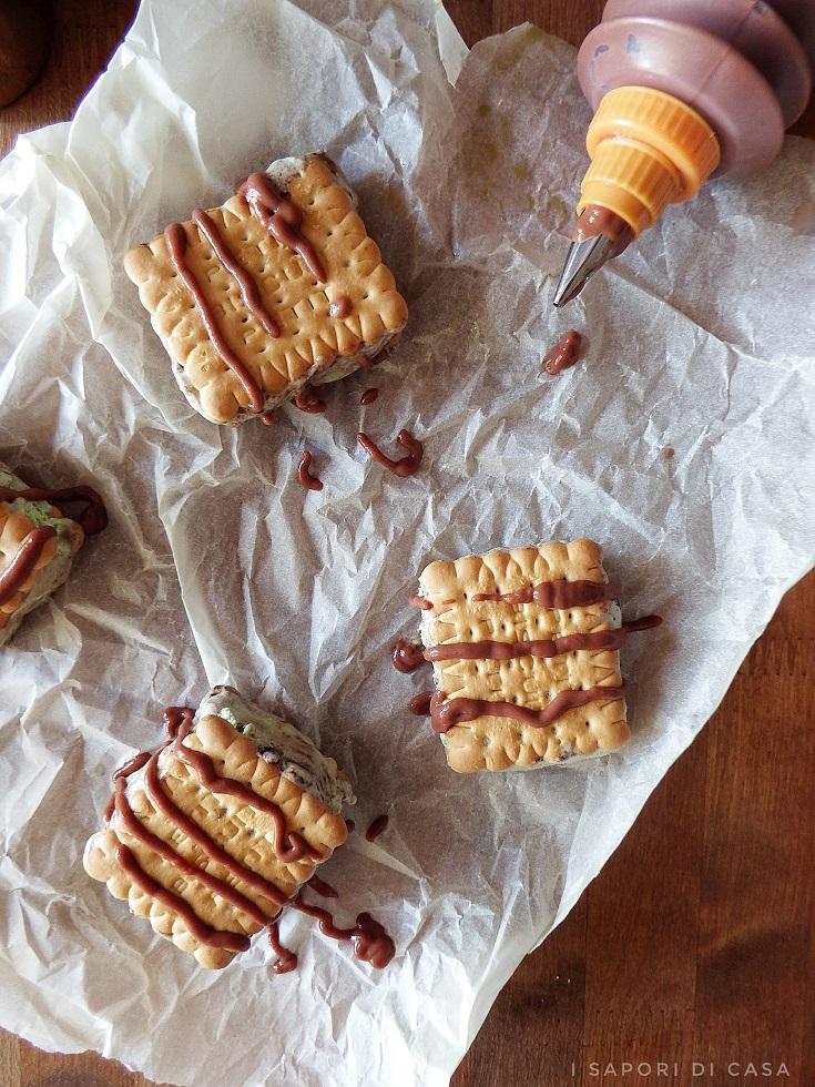 Biscotti con gelato al pistacchio e Nutella