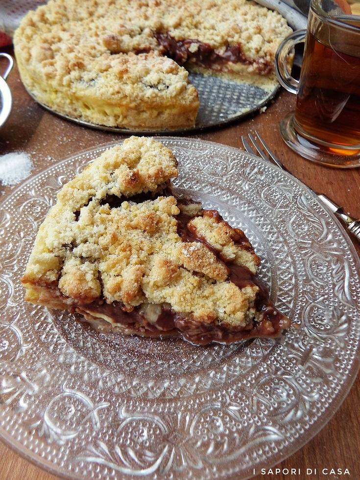 Crostata sbriciolata con crema al cioccolato