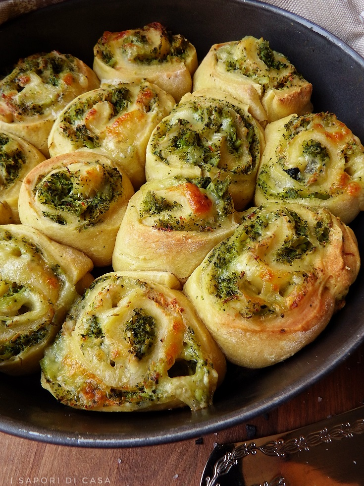 Torta delle rose salata con broccoli e ricotta