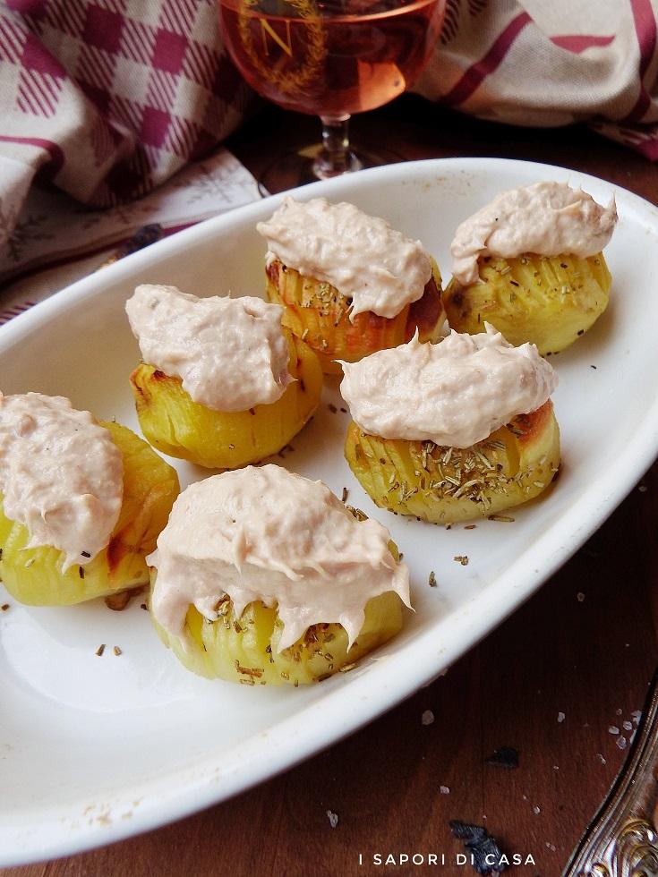 Patatae hasselback con salsa tonnata
