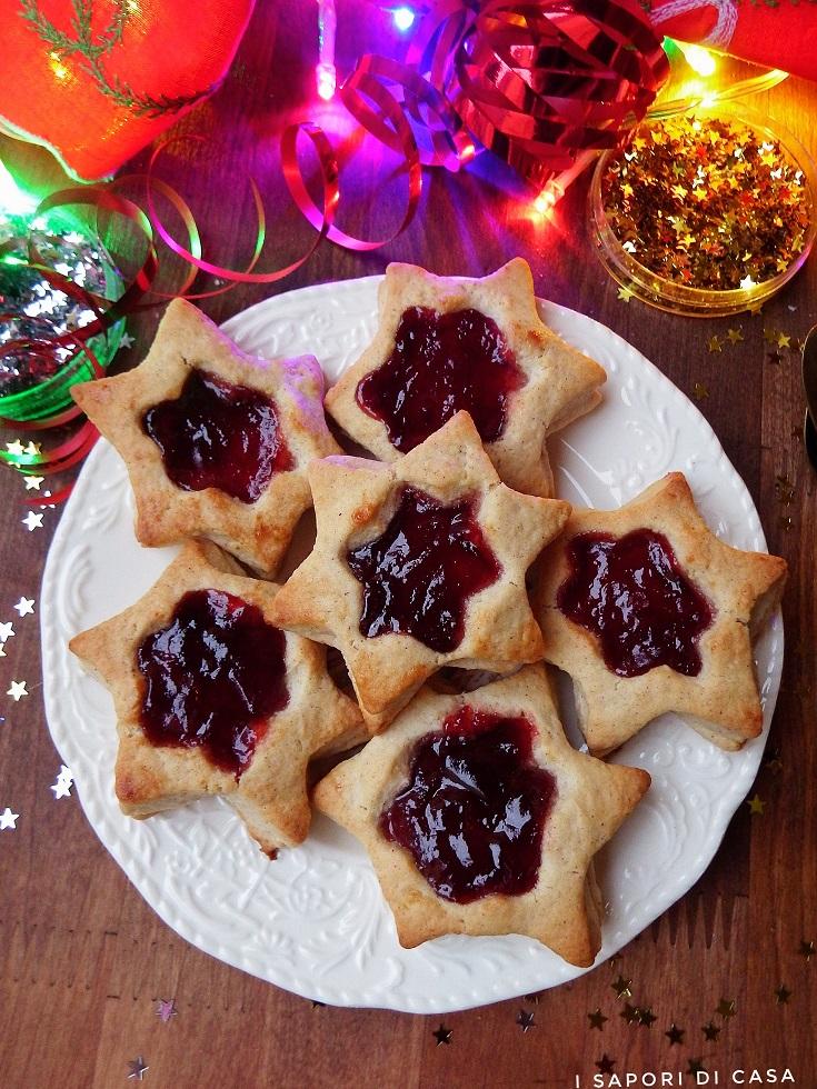Biscotti di Natale con cannella e marmellata