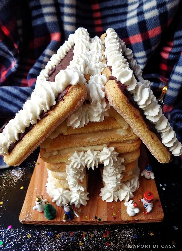 Casetta di Natale con savoiardi e cioccolato