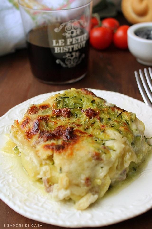 Lasagne bianche con zucchine e salsiccia