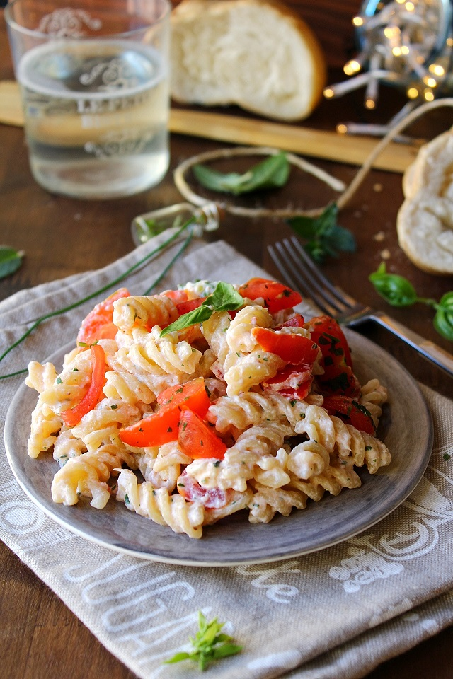 Pasta fredda con ricotta e pomodorini